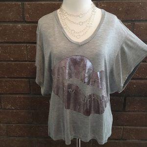 🆕 Pink Lips 💋 Heather Gray T-shirt